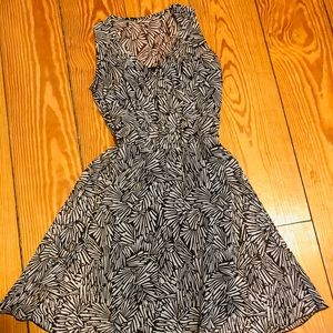 Dresses & Skirts - Beautiful dress with white and coffee print.